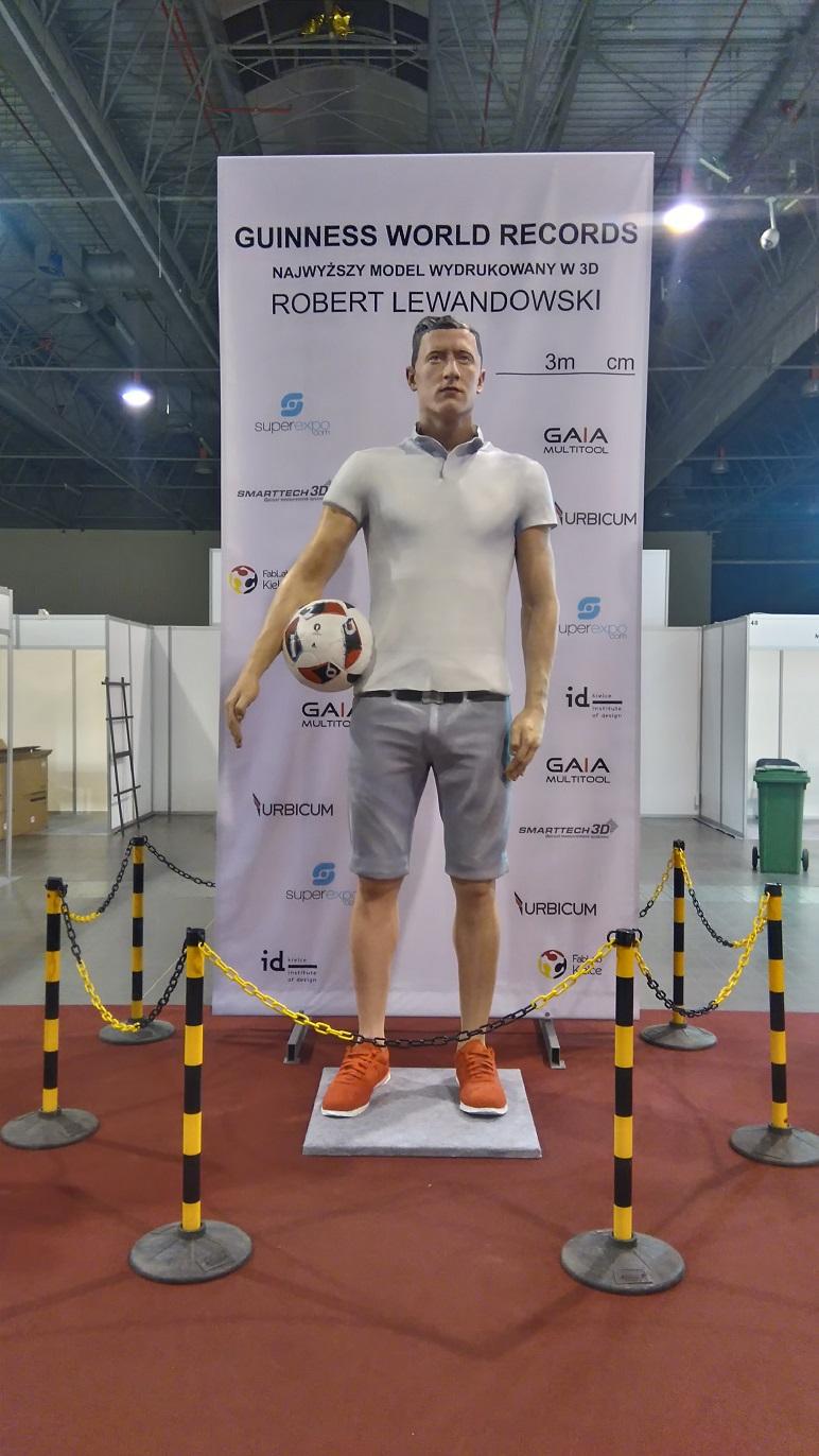 Rzeźba Roberta Lewandowskiego wydrukowana na drukarce 3D firmy Urbicum